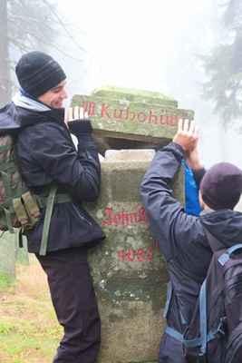 Johnův kámen - hraničník tří polesí věnovaný zakladateli Boubínského pralesa