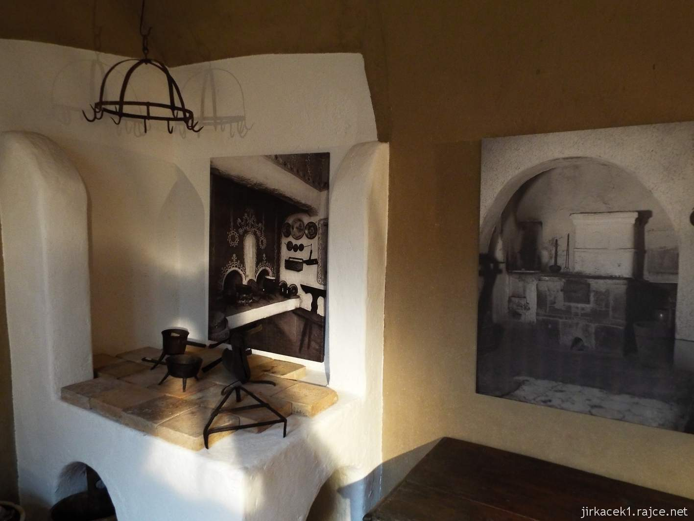 Žarošice - muzeum - expozice bydlení - černá kuchyně