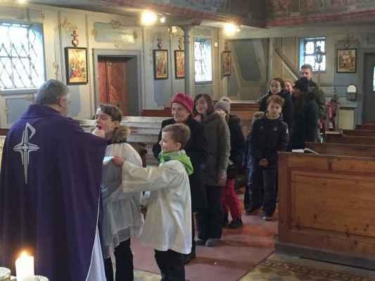 07 na mši svaté v kostele svatého Kryštofa, patrona cestovatelů...