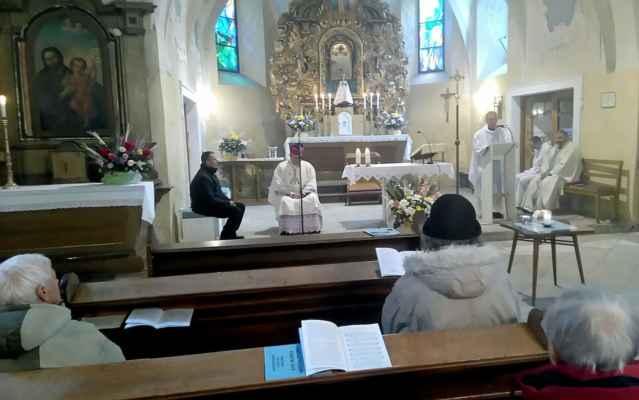 Bohoslužbu vedl vikář Ř. Czerny a kázal nový kaplan L. Slaninka.
