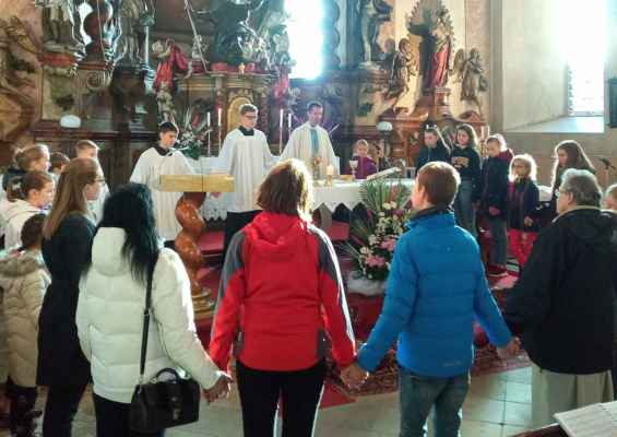 Sobotní mše svatá v kostele sv. Jiljí pro děti a mládež. Celebruje J. Smolek.