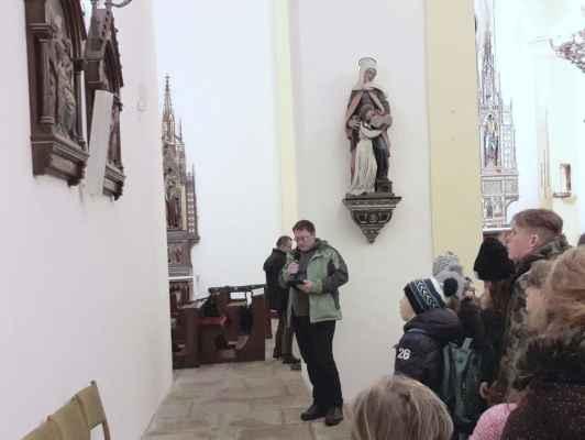 23. .. na pobožnosti křížové cesty v libereckém kostele sv. Antonína, poustevníka...