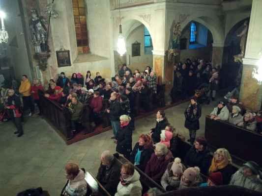 Lidé v jirkovském kostele se sešli na první předvánoční koncert.