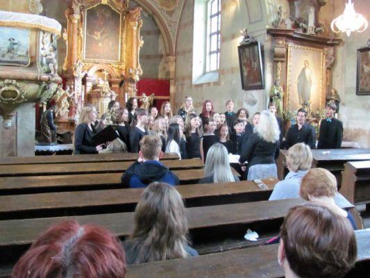 61. akce NOC KOSTELŮ 2019 v kostele sv. Václava vystoupil gymnaziální pěvěcký sbor SMoG z Mostu.  (foto M.Rokoš)