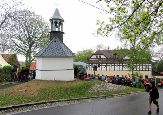 48 po mši svaté a vysvěcení kaple proběhl kulturní program a pohoštění... děkujeme obci Vysoká Pec a místním dobrovolníkům!