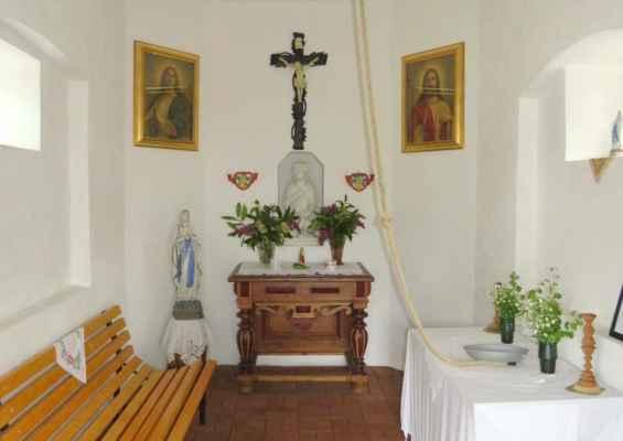 43 interiér obnovené kaple na Pyšné (Stolzenhan) (s provazem od funkčního zvonu)... dne 11.5.2019