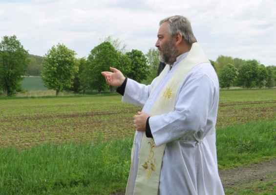 52 proběhlo též žehnání polí a přírody s prosbou za hojnou úrodu..
