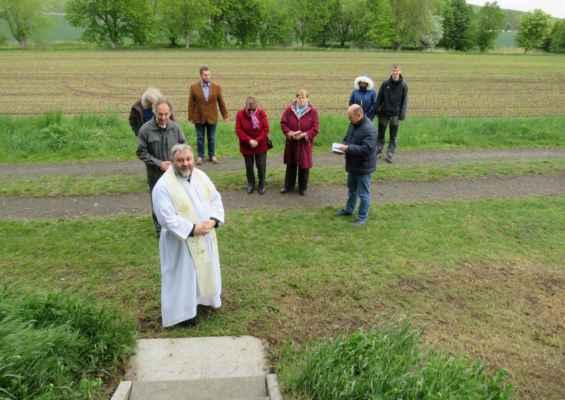 53 příští rok budeme slavit 10 let od vystavení kaple a posvěcení biskupem Janem..