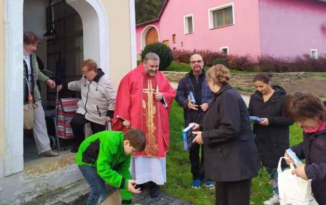 Vedle kaple bydlel v 60. letech Karel Kludský na pozemku v principálské maringotce.