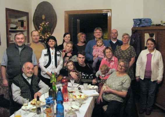 Požehnané vánoce a šťastný nový rok přeje aktivní tým římskokatolického děkanství Jirkov!