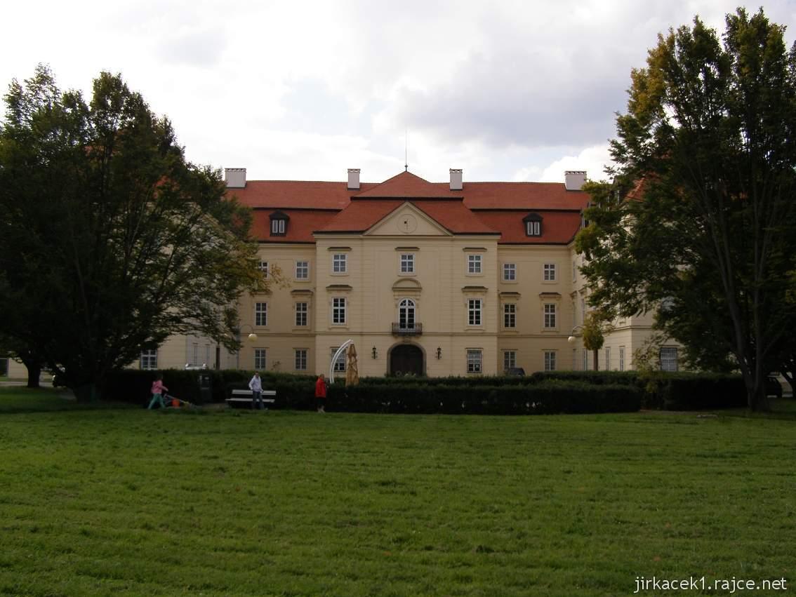 zámek Napajedla - pohled z parku