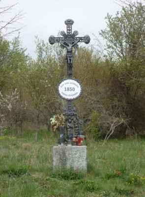 Křížek za obcí.