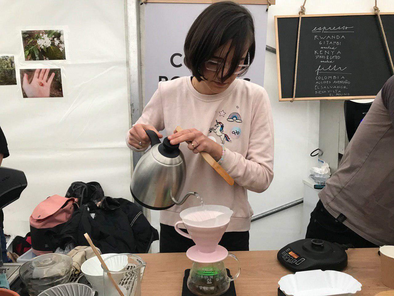 Príprava filtrovanej kávy. Foto: Alžbeta Kyselicová