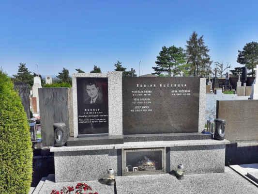 zemřel za 2.svět. války po 5 letých útrapách v koncentráku