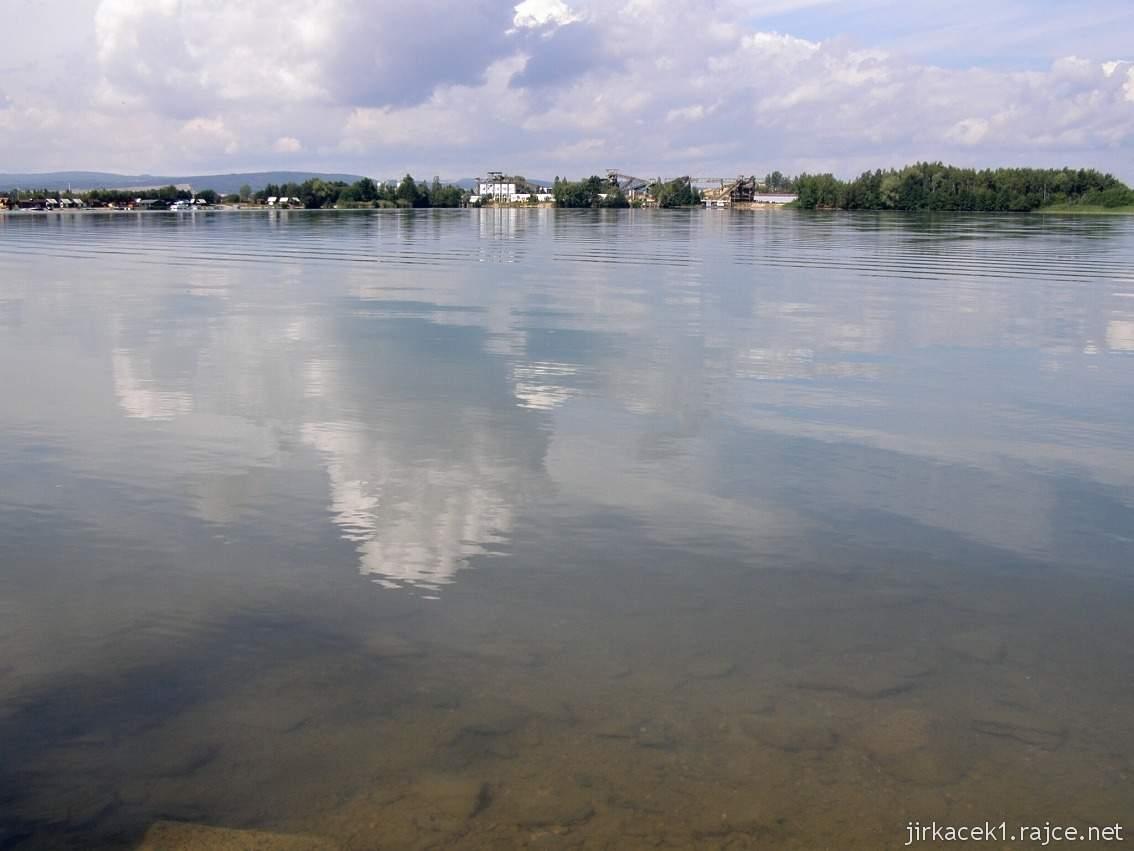 Náklo - pískovna a jezero Kobylník 01 - vzadu těžba písku