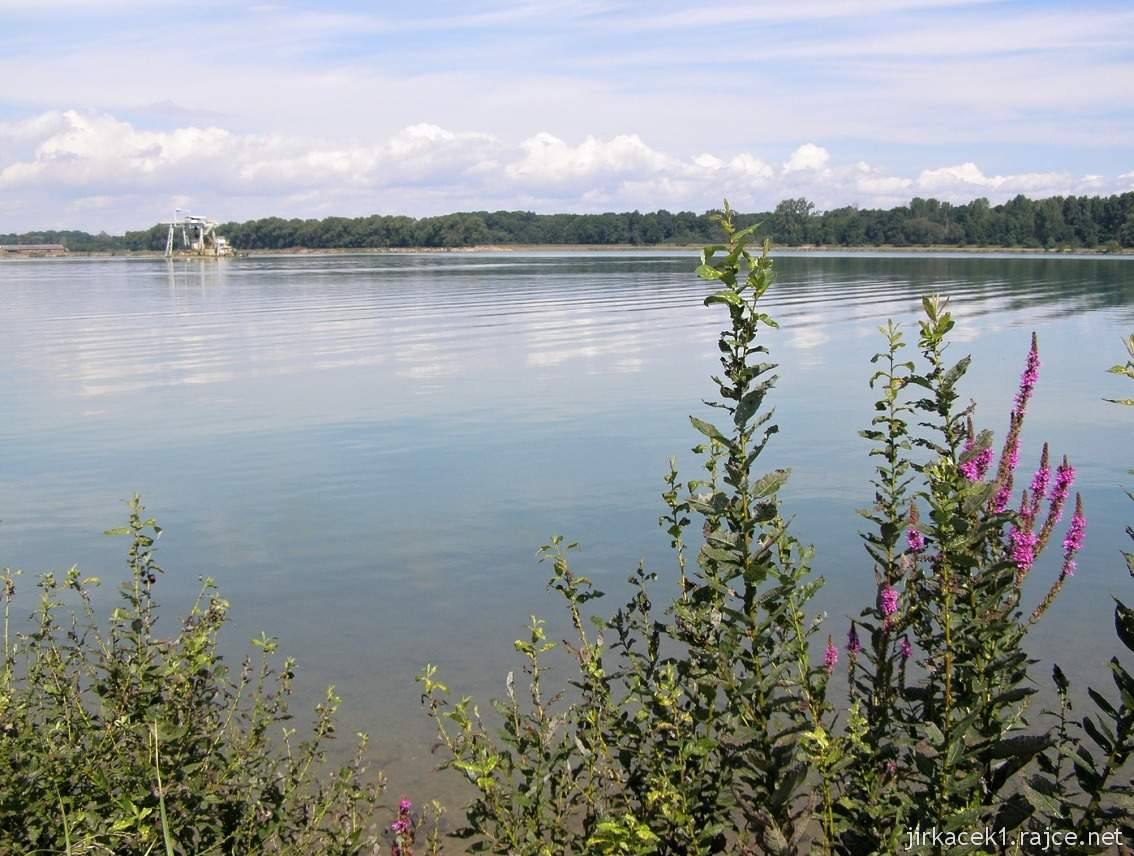 Náklo - pískovna a jezero Kobylník 07 - vzadu těžní věž
