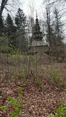 4.5.2021 okolo Paky - kostelík je sice nepřístupný, ale byl postaven bez jediného hřebíku!