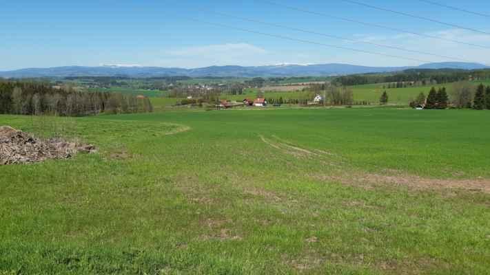 toto vidí Panoramu od Černé po Lysou - odtud - https://mapy.cz/s/jujulotoga
