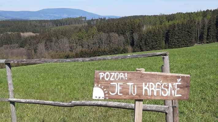 z Klimetova vrchu na SV - Černá hora a Rýchory - https://mapy.cz/s/gocopocofe