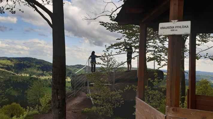 Krausova vyhlídka nově opravená byly také vykáceny stromy pod ní, protože nebylo nic vidět.... - https://mapy.cz/s/helofurocu