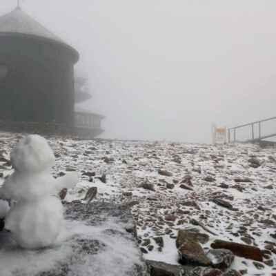 12.12.2021 první letošní pravý Krkonošský------- - ze Sněžky zdraví HONZA