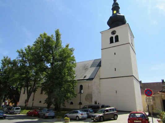 kostel Všech svatých - Kostel založený počátkem 13. st. V 15. a 16. st. proběhla řada přestaveb. Náhrobní kameny na vnějších zdech kostela pocházejí ze 16. a 17. st. Kostel několikrát vyhořel, největší požár vypukl r. 1819, kdy byla velmi poškozena kostelní věž z r. 1707.