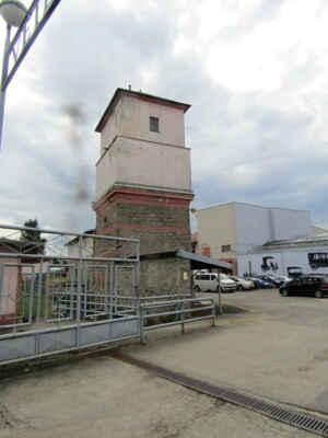 Navštěvní centrum Nové Bystřice v bývalé textilní továrně Muzeum veteránů. Jedná se o první a největší muzeum amerických automobilů v Čechách. Expozice je umístěna do několika sálů, ve kterých se seznámíte s vývojem automobilového průmyslu.