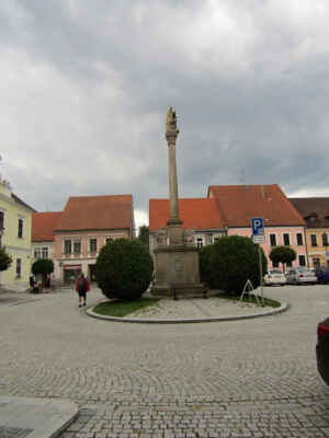 sloup Nejsvětější Trojice - Barokní sloup se sousoším z roku 1679 byl upraven v roce 1724, v roce 1837 restaurován. Autorem je Z. Lichtenberg.
