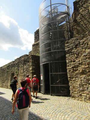 Kovová vyhlídková věž umožňuje pohled na celý park Gustava Mahlera, otevřena byla na jaře roku 2010. Vyhlídková plošina se nachází ve výšce 7 metrů a je přístupná od dubna do října.
