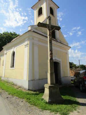 obec Děbolín, kaple Nejsvětější Trojice - Pozdně barokní návesní kaple byla postavena v letech 1782 - 1784.