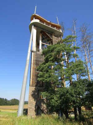rozhledna Rýdův kopec - Převážně dřevěná vyhlídková věž vznikla v roce 2015 a měří 33 metrů. Po zdolání 102 schodů točitého ocelového nebo 128 schodů dřevěného schodiště se před vámi rozprostře výhled do okolí Jindřichohradecka.