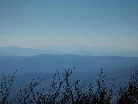 i téměž 50 km vzdálenou milešovku lze za slušné viditelnosti zahlédnout...