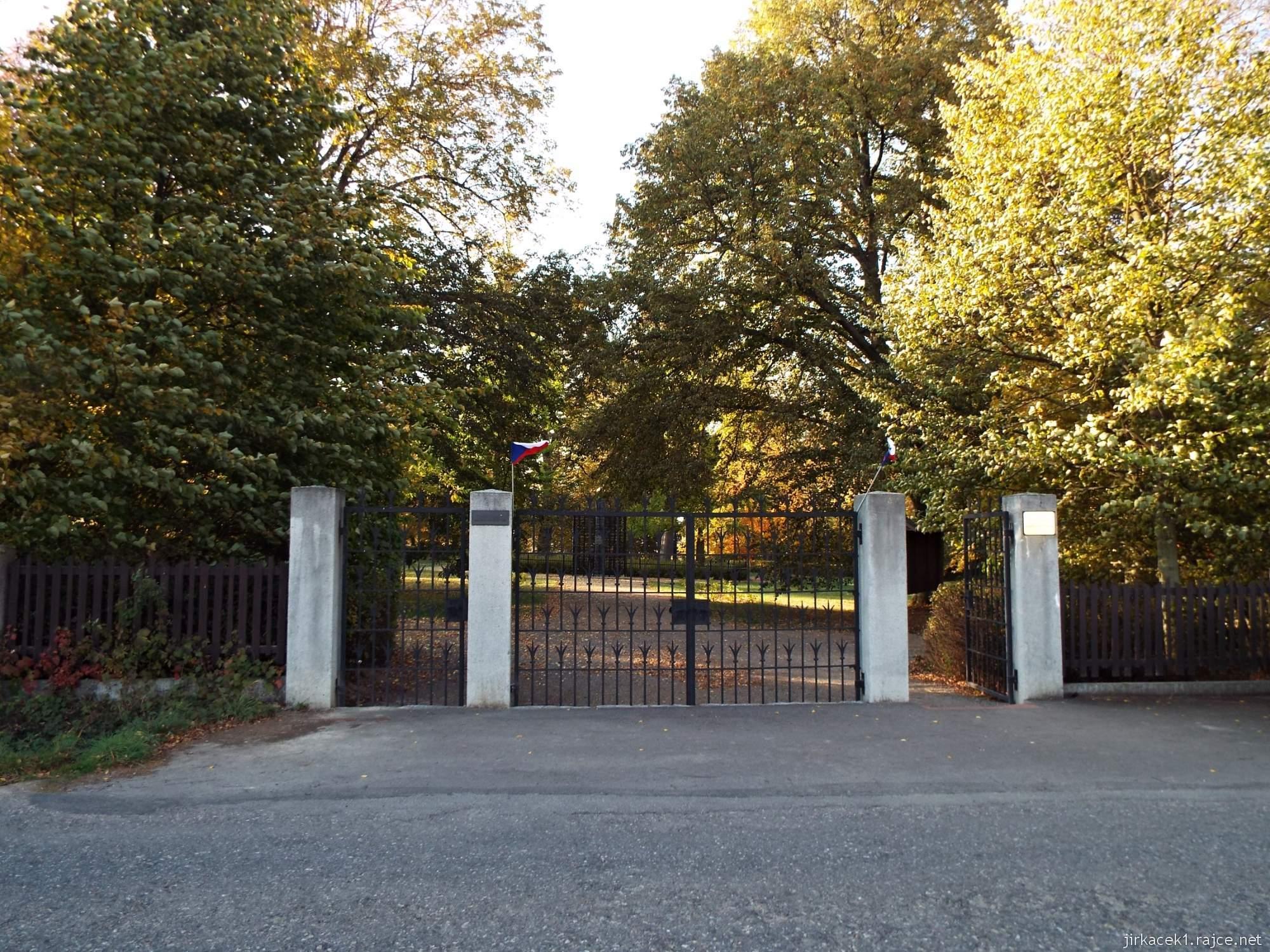 Růžový palouček Litomyšl - vstupní brána