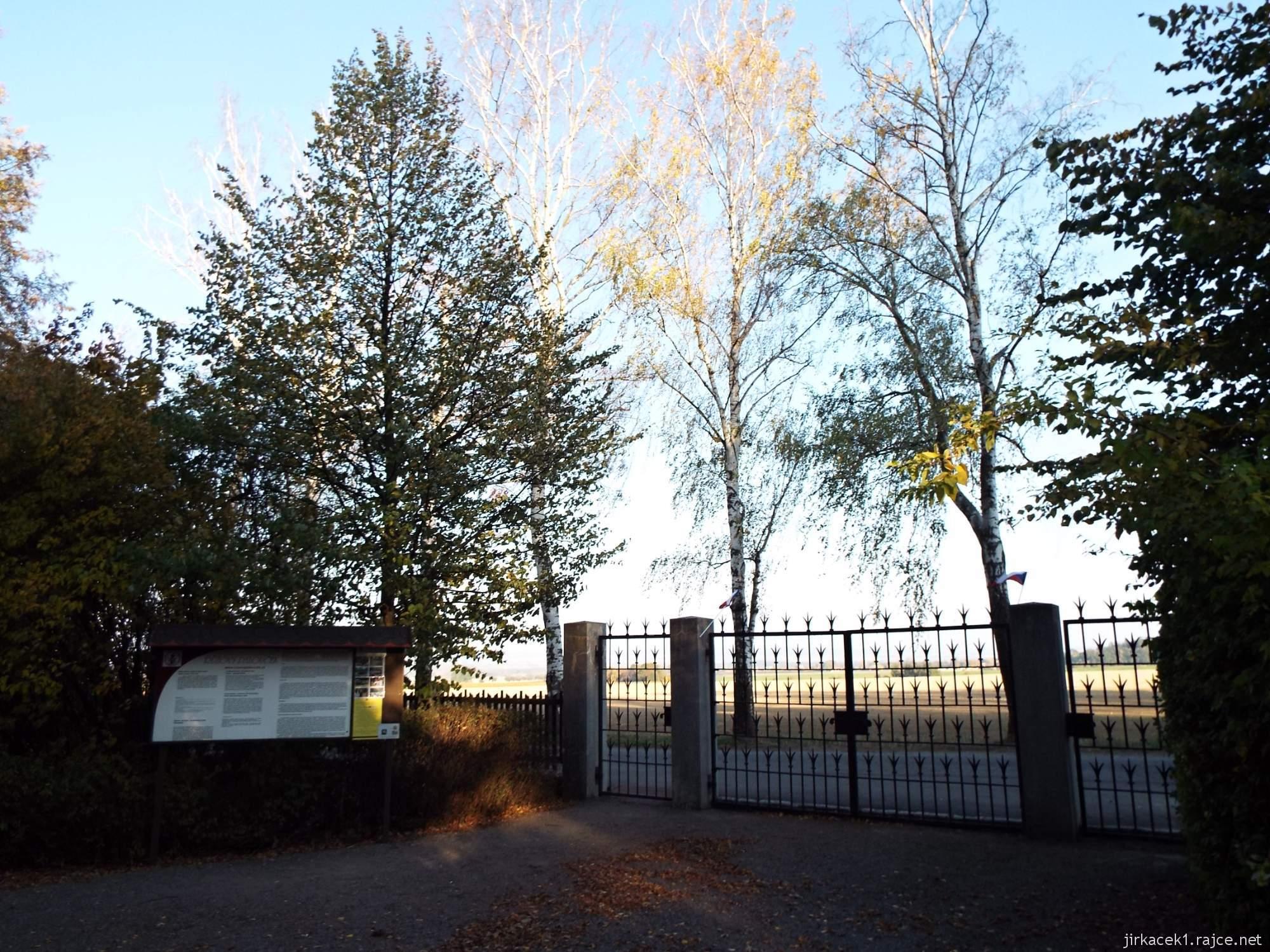 Růžový palouček u Litomyšle - vstupní brána