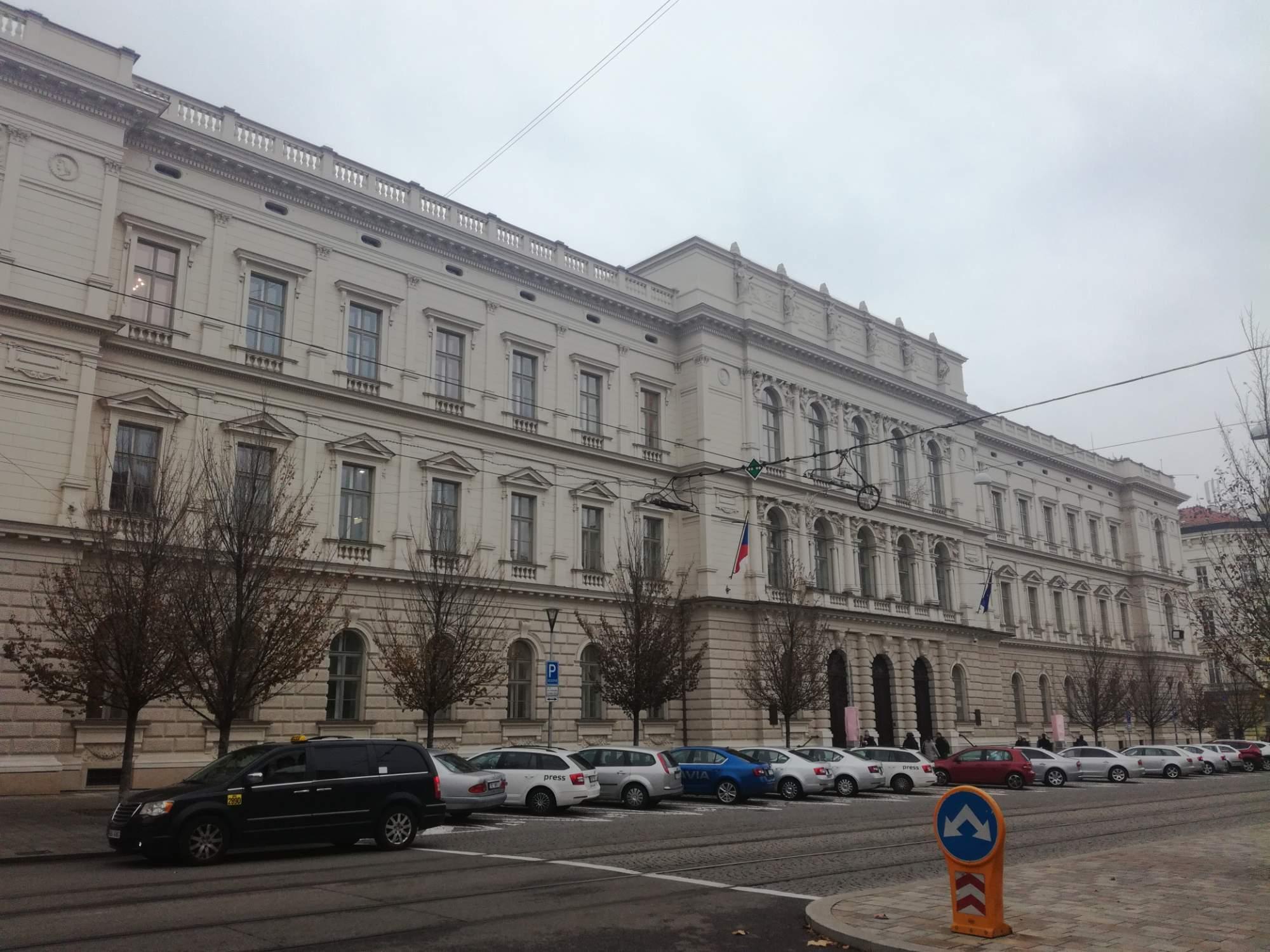 Ústavní soud zamítl stížnost ženy, která se dožadovala dokončení umělého oplodnění, i když její manžel zemřel. Foto: Eliška Podzemná