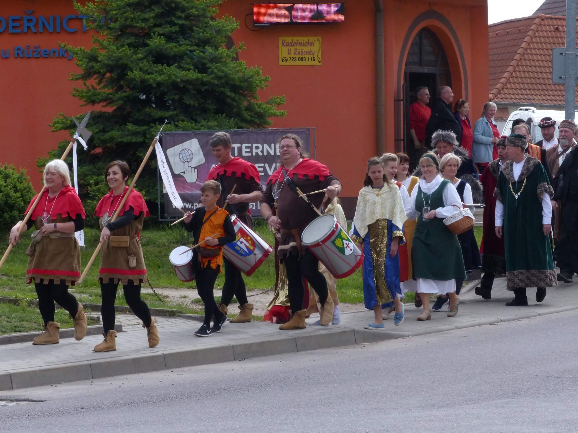 Průvod v historických kostýmech. Foto: Ladislav Zouhar.