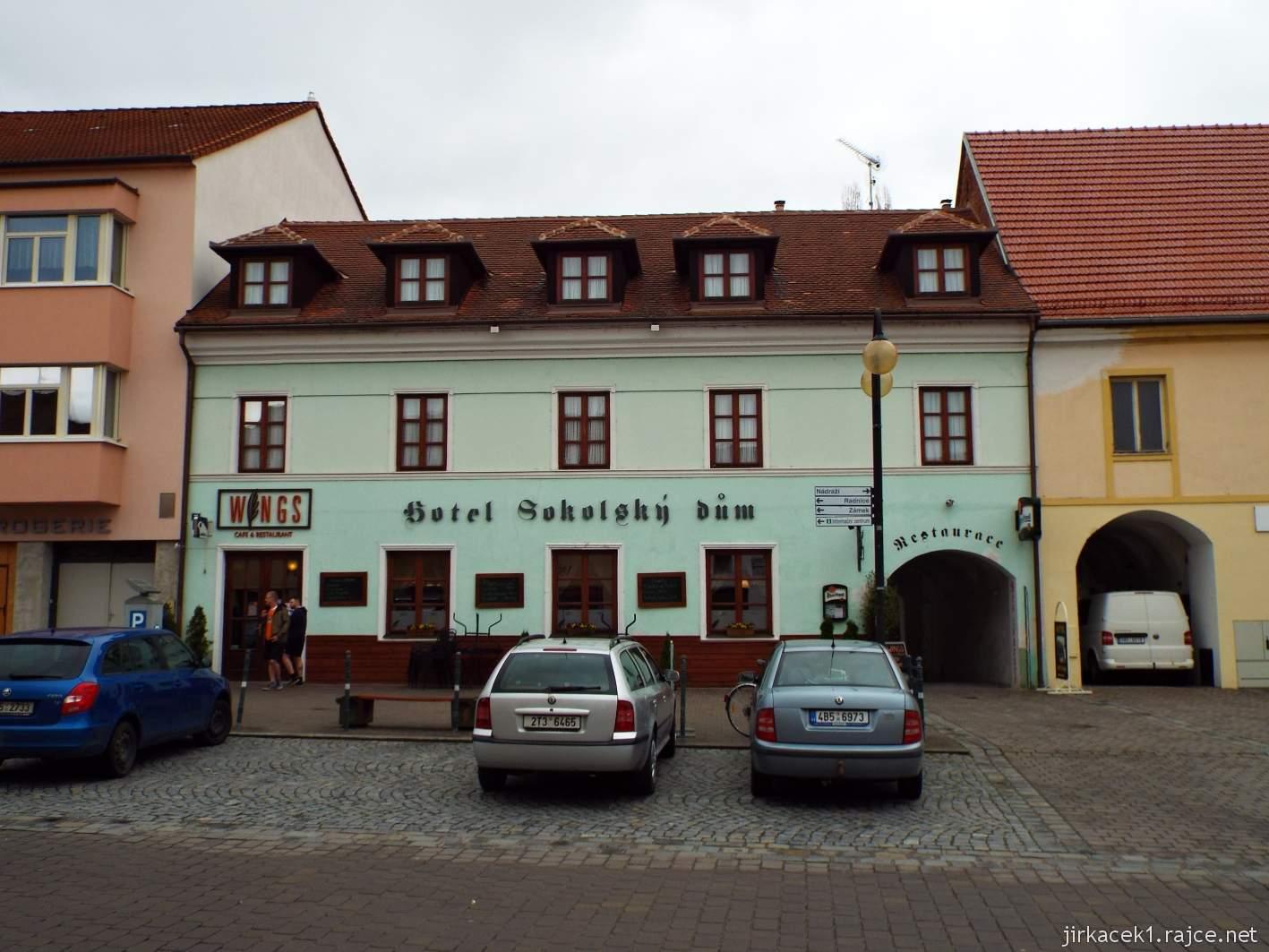 Slavkov u Brna - Palackého náměstí - hotel Sokolský dům