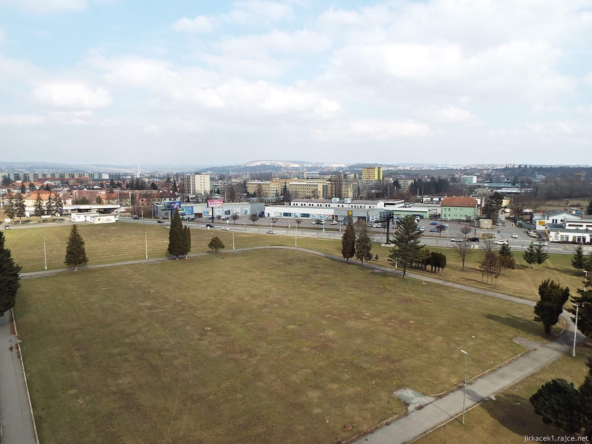 Brno - rozhledna Komec 04 - výhled na město