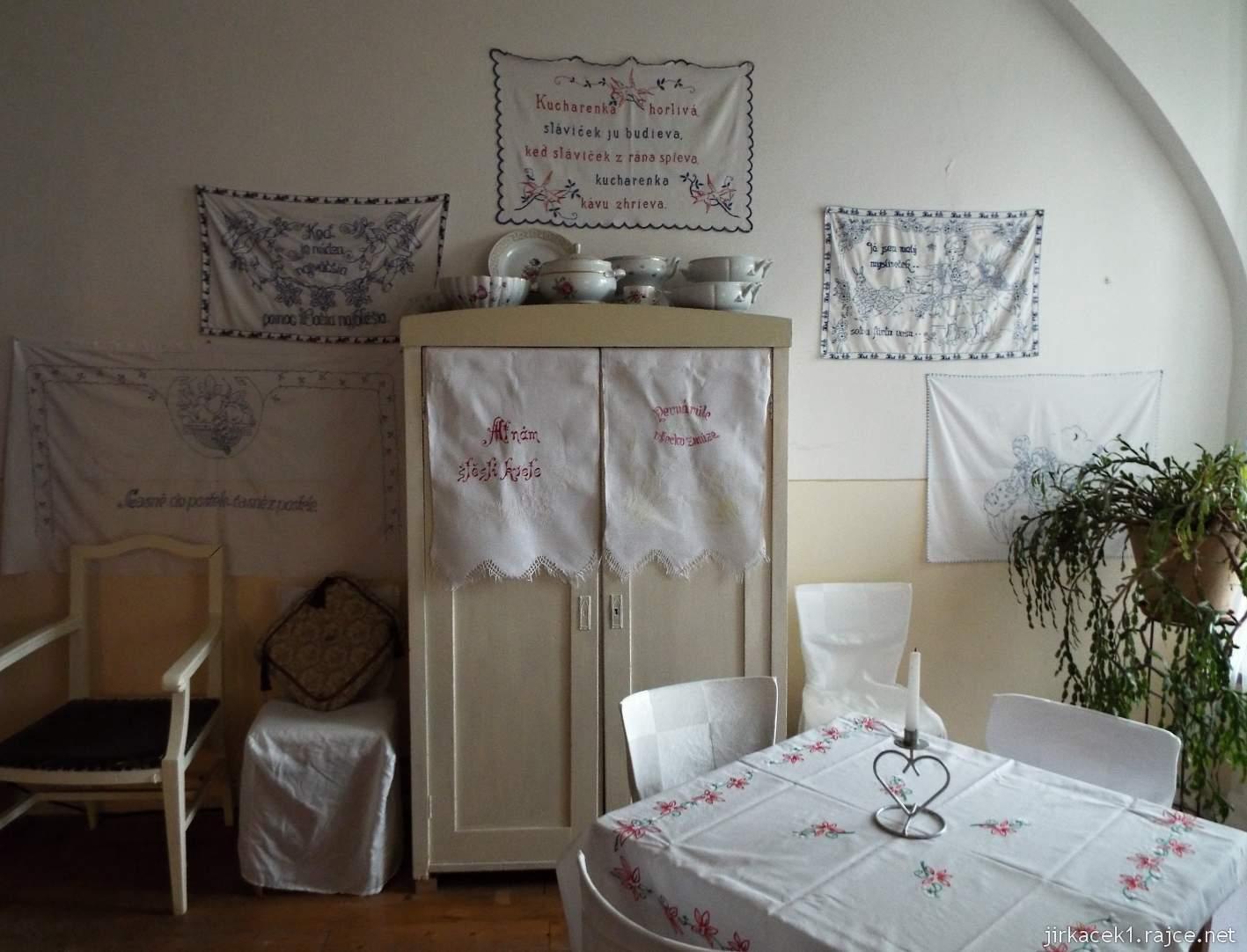 zámek Milotice 17 - zámecká kavárna