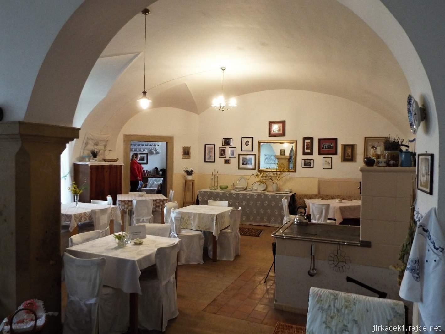 zámek Milotice 18 - zámecká kavárna