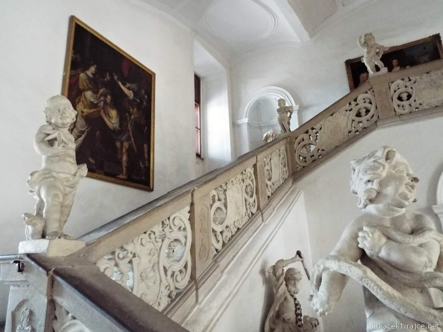 zámek Milotice 19 - interiéry - zámecké schodiště s bohatou sochařskou výzdobou od J. Ch. Pröbstla