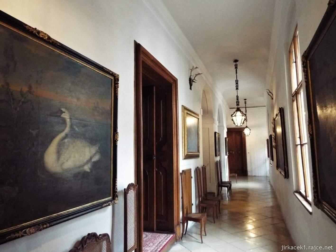 zámek Milotice 21 - interiéry - chodba