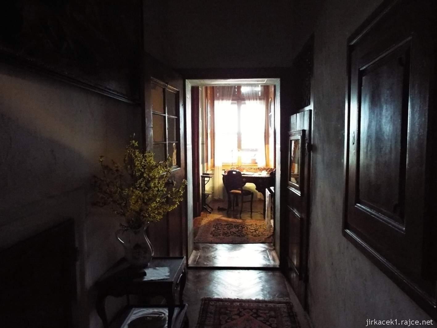 zámek Milotice 23 - interiéry - pokoj vychovatelky