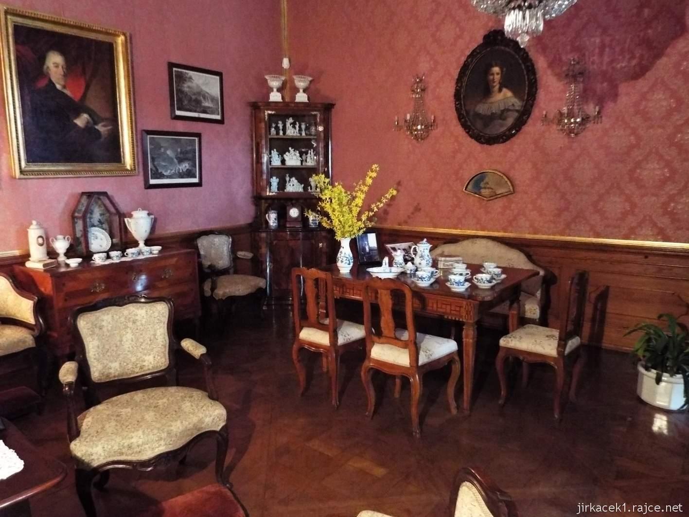 zámek Milotice 28 - interiéry - společenský salon