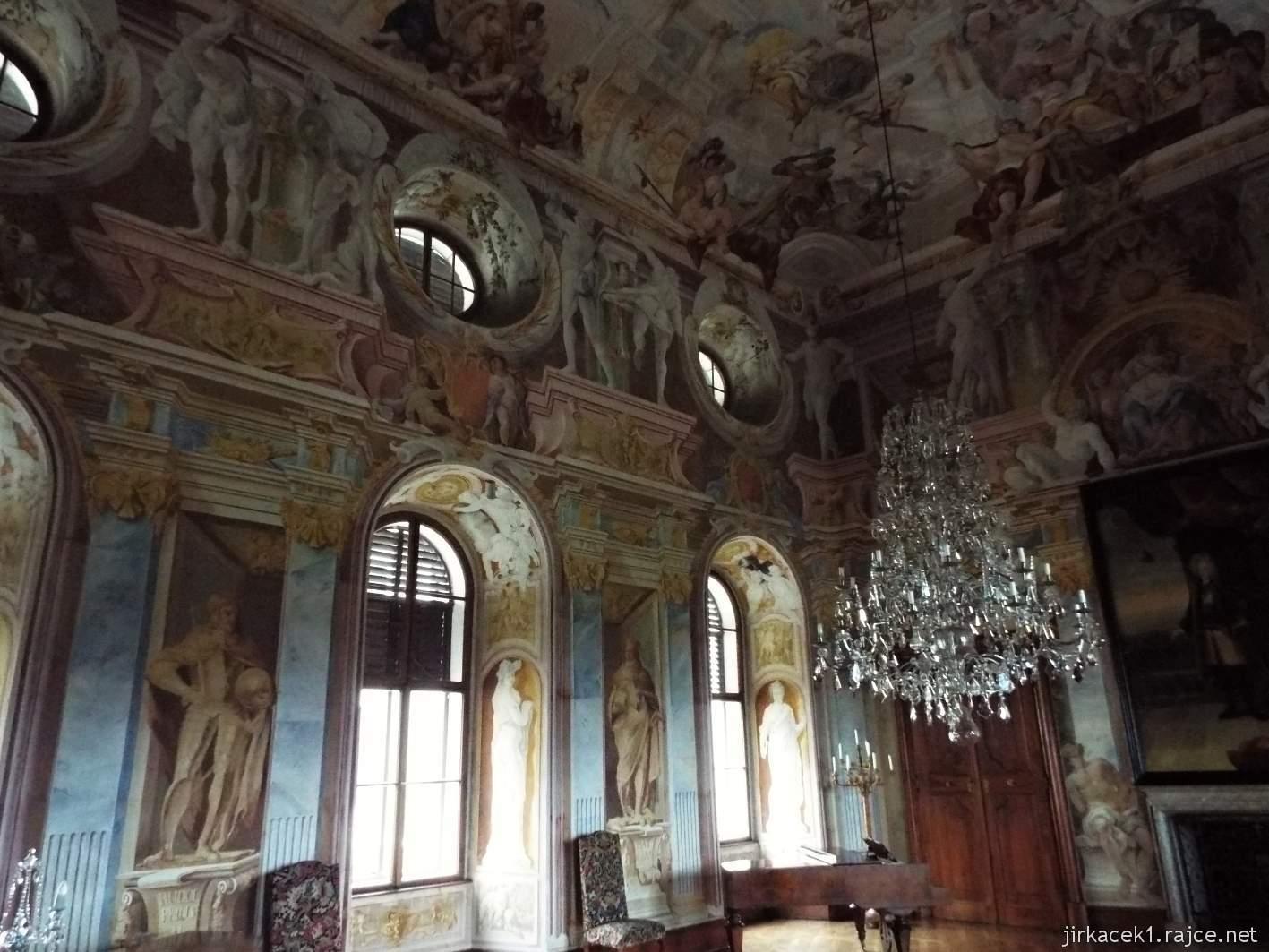 zámek Milotice 38 - interiéry - hlavní sál předků