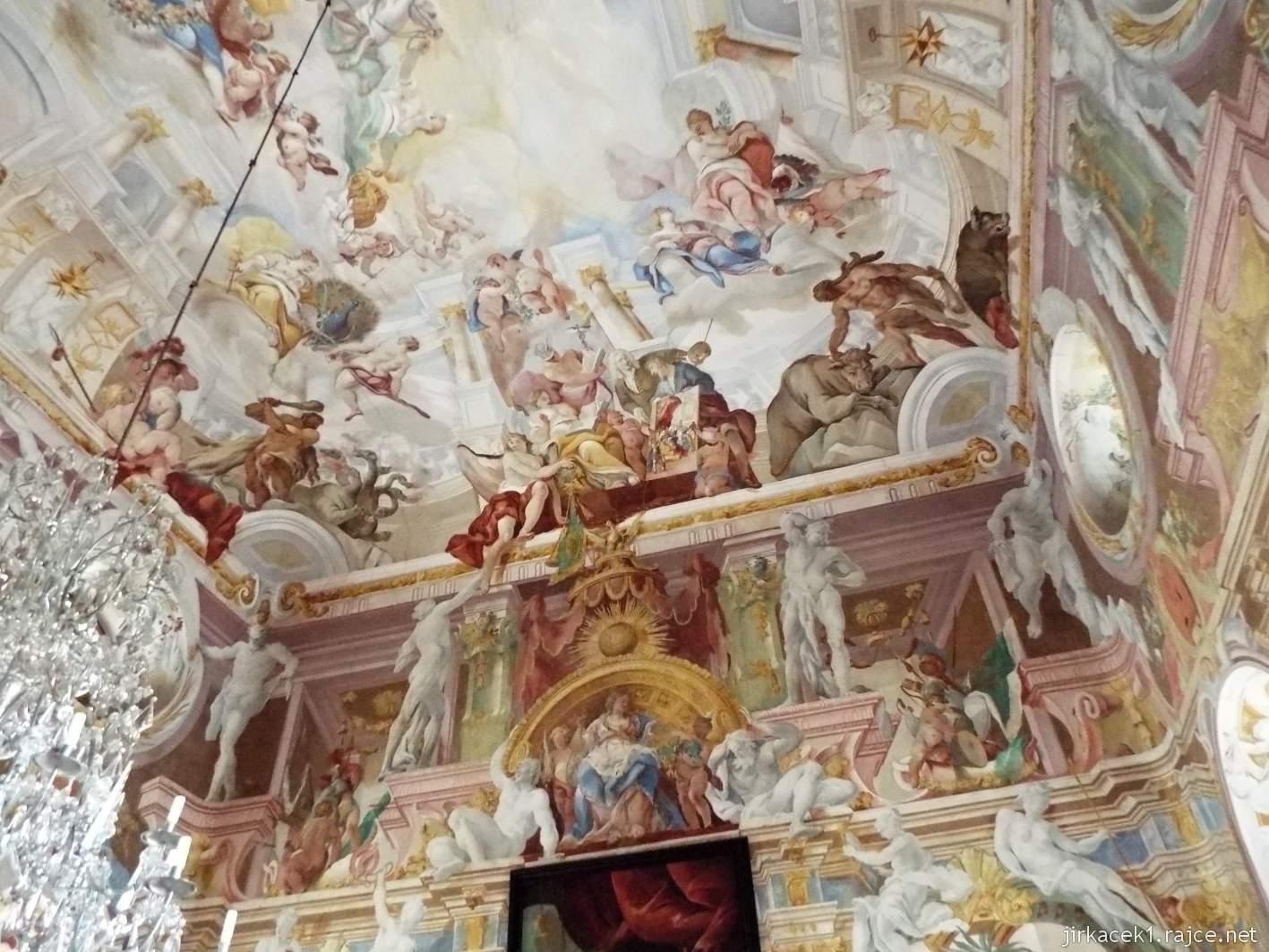 zámek Milotice 39 - interiéry - hlavní sál předků - fresky od Ecksteina z r. 1725