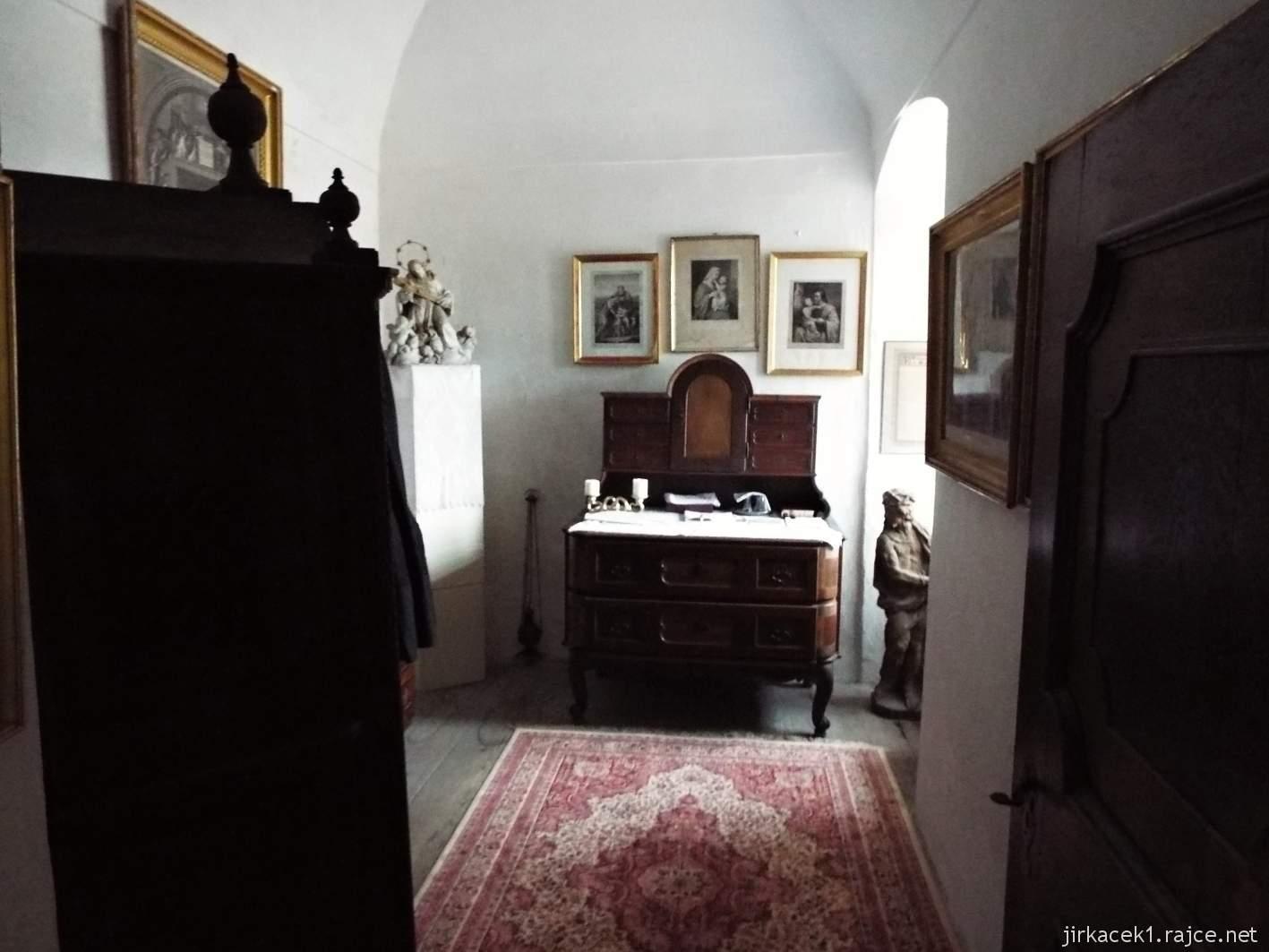 zámek Milotice 63 - interiéry - Kaple Panny Marie a sv. Jana Nepomuckého - sakristie