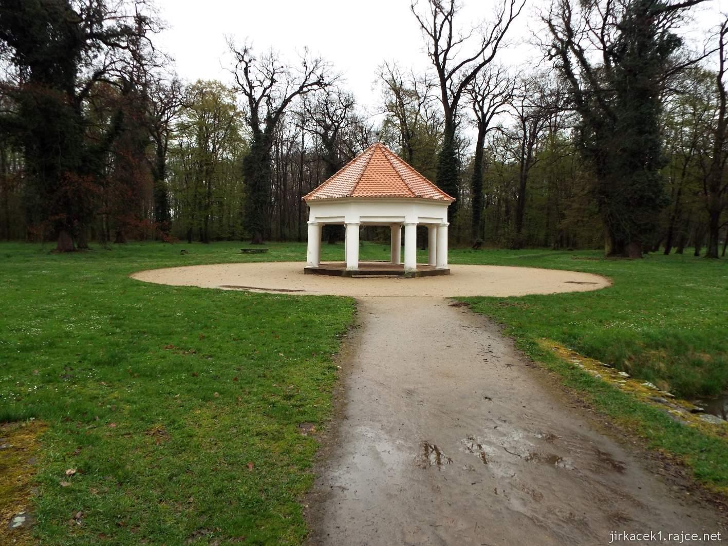 zámek Milotice 81 - bažantnice - střelecký altán