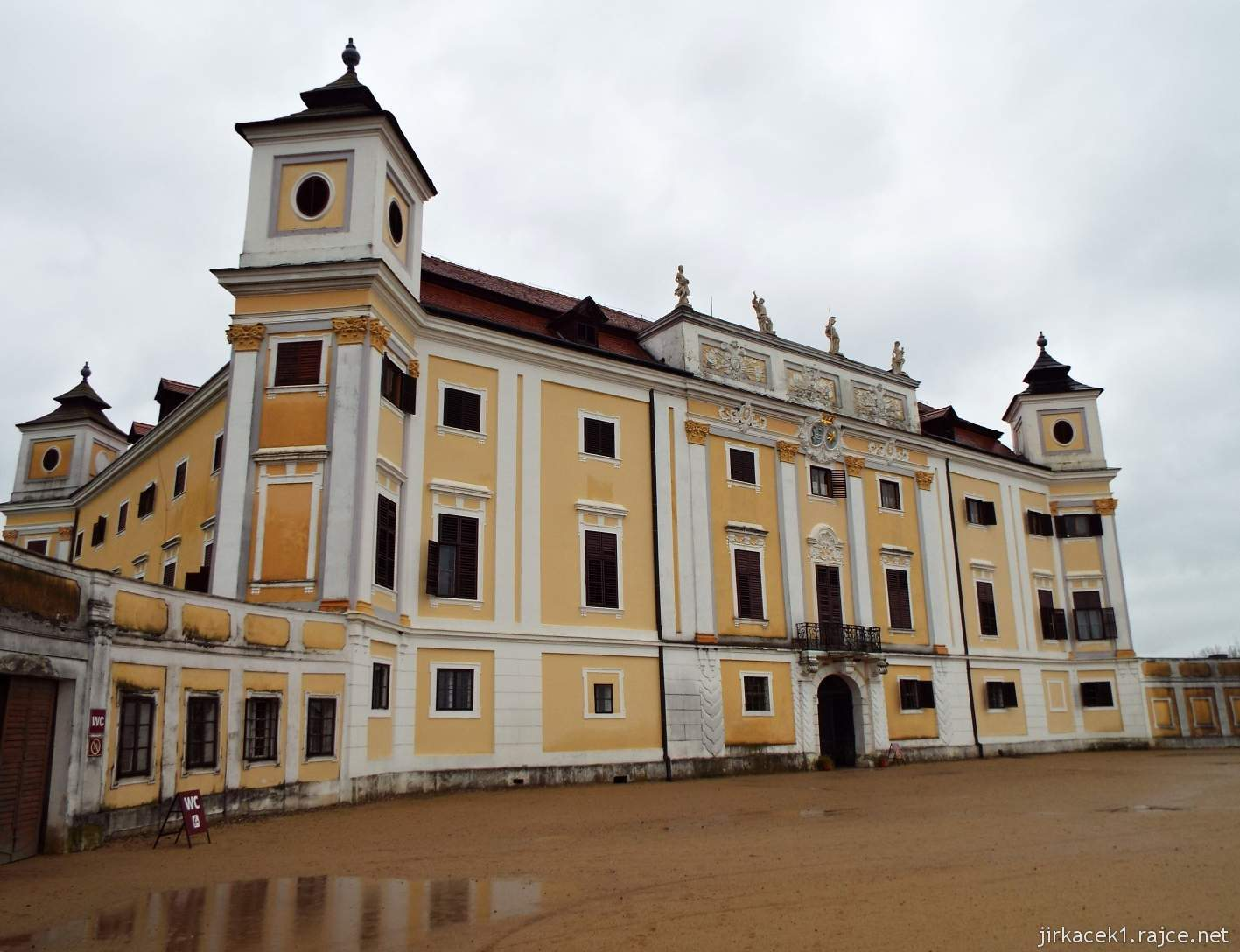 zámek Milotice 93 - průčelí zámku
