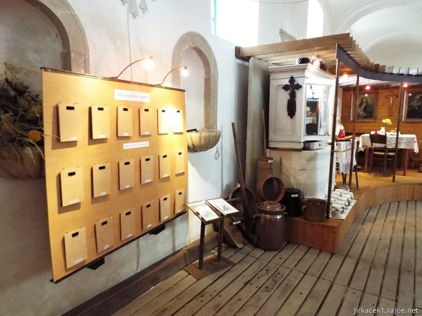 zámek Milotice 96 - výstava v bývalých konírnách